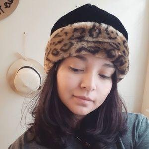 Black winter hat with leopard trim